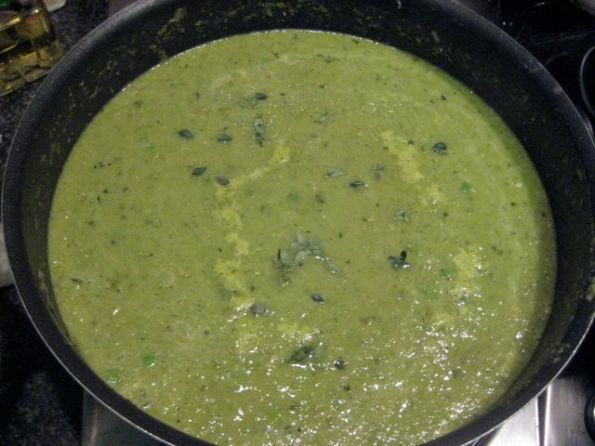 Pea, tarragon and lettuce soup