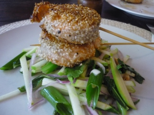 Sesame salmon roulades with green apple salad