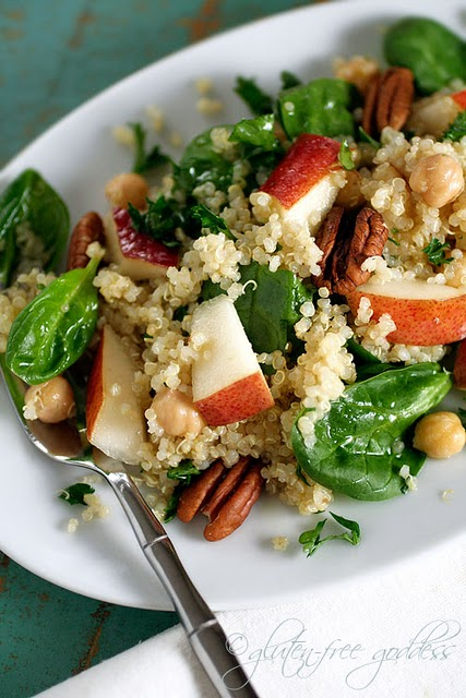 Quinoa salad with pears and baby spinach
